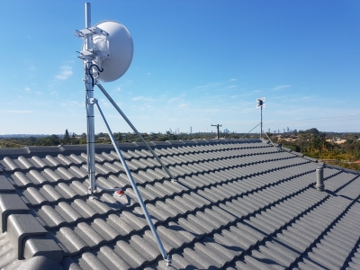 Ubiquiti AF5XHD mounted on GC48T tile roof mount