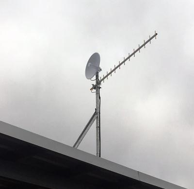 B48 steel roof mast holding dish and yagi