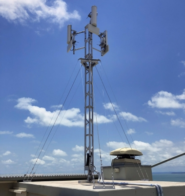 AL220 aluminium lattice tower with cluster mount and anti-torque arm